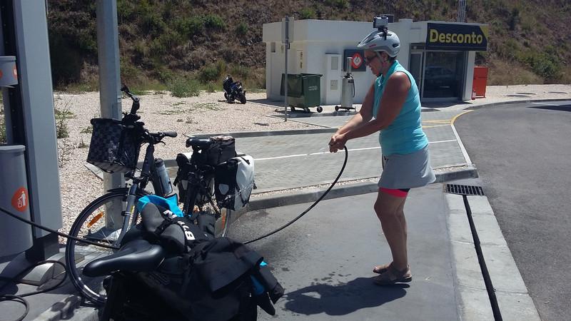 20170801 135130 Coimbra felé kerékpármosás