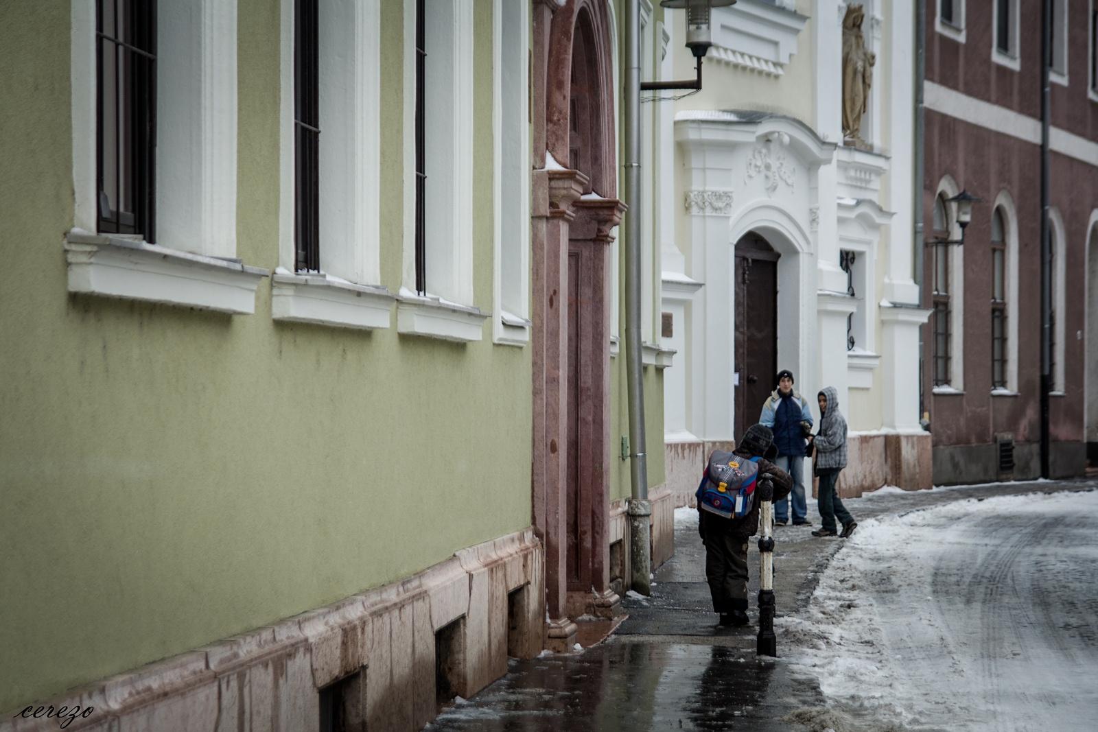 Az utcán