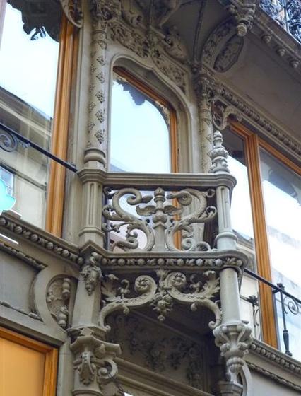 Indás díszes erkély