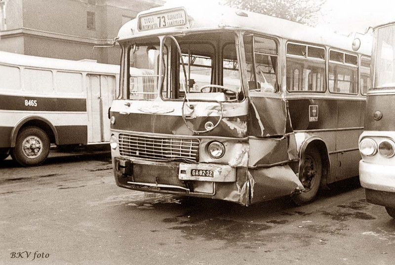 Karambolos 73-as busz