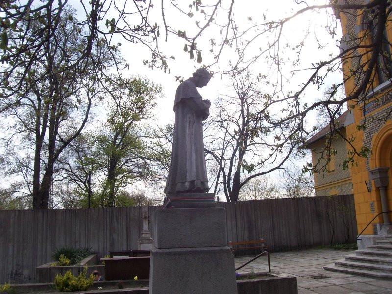 Istvántelek, Bosco Szent János szobra