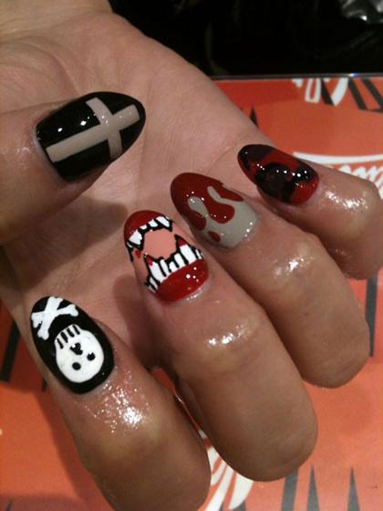 The Strange: nails6
