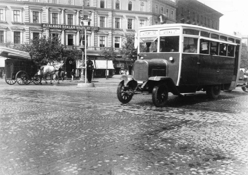 fovarosi.blog.hu: Autobusz-1920asEvek-Fortepan.hu-24112