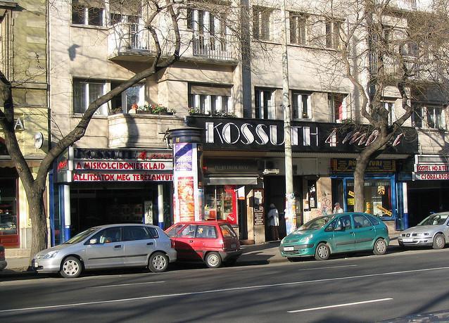 fovarosi.blog.hu: Kossuth4Mozi-2000esEvek