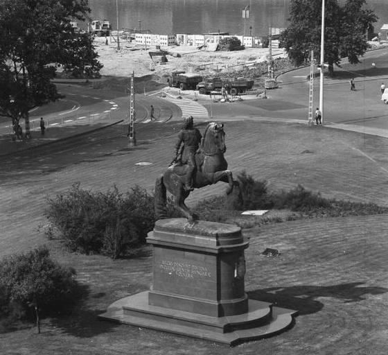 fovarosi.blog.hu: KossuthTer-1970esEvek-Fortepan.hu-18747