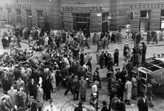 fovarosi.blog.hu: BlahaLujzaTer-1956-Gyogyszertar-fortepan.hu - indafoto.hu