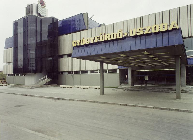 fovarosi.blog.hu: UjpestiFurdo-1974-fortepan.hu-84843 - indafoto.hu