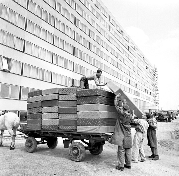 fovarosi.blog.hu: KarmanTodorKollegium-1966Korul-NOLkepmento - indafoto.hu