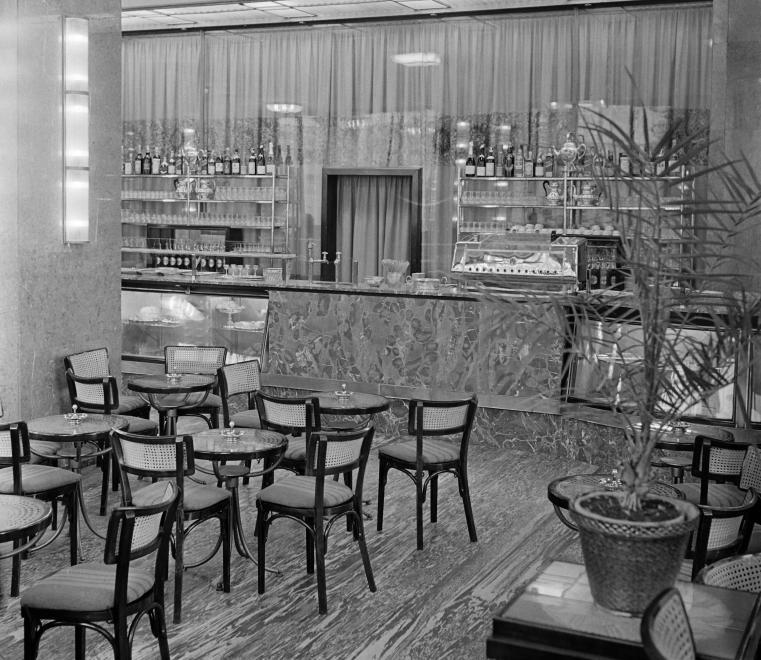 AstoriaSzallo-1950esEvek-Presszo-fortepan.hu-114138