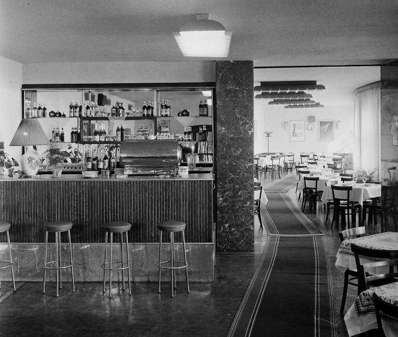 Ferihegy1-1966-Etterem-fortepan.hu-111652