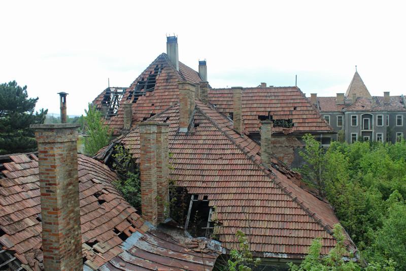 A tetőszerkezet már mindenhol beomlott
