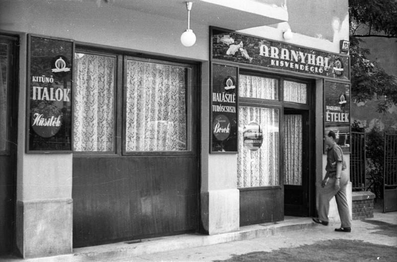 AranyhalEtterem-1957Korul-ThokolyUt121-fortepan.hu-116924