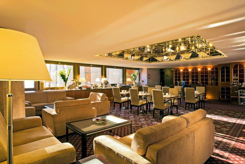 Hilton-BudaiVar-2017-Executive Lounge-Regi