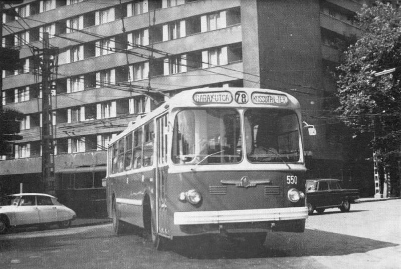 fovarosi.blog.hu: Trolibusz-1970esEvek-BajzaUtca-DamjanichUtcaKeresztezodes - indafoto.hu