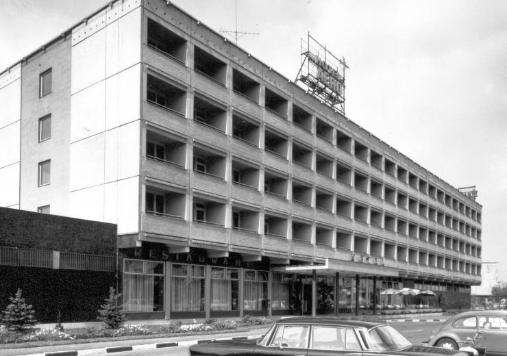 fovarosi.blog.hu: AeroHotel-1980asEvek-fortepan.hu-25736 - indafoto.hu