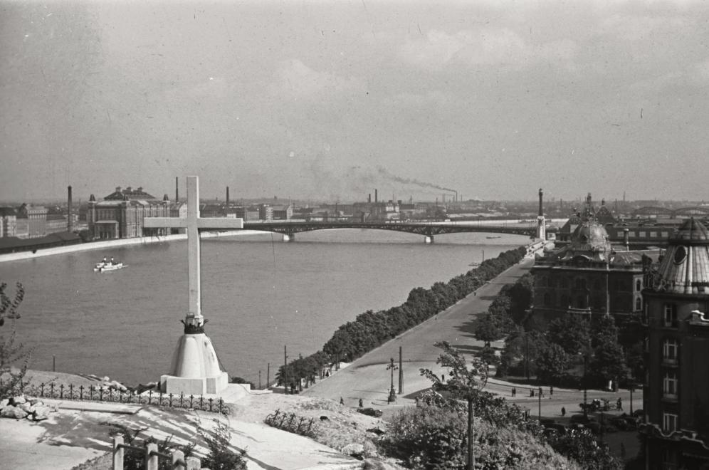 fovarosi.blog.hu: GellerthegyiKereszt-1939Korul-fortepan.hu-134151 - indafoto.hu