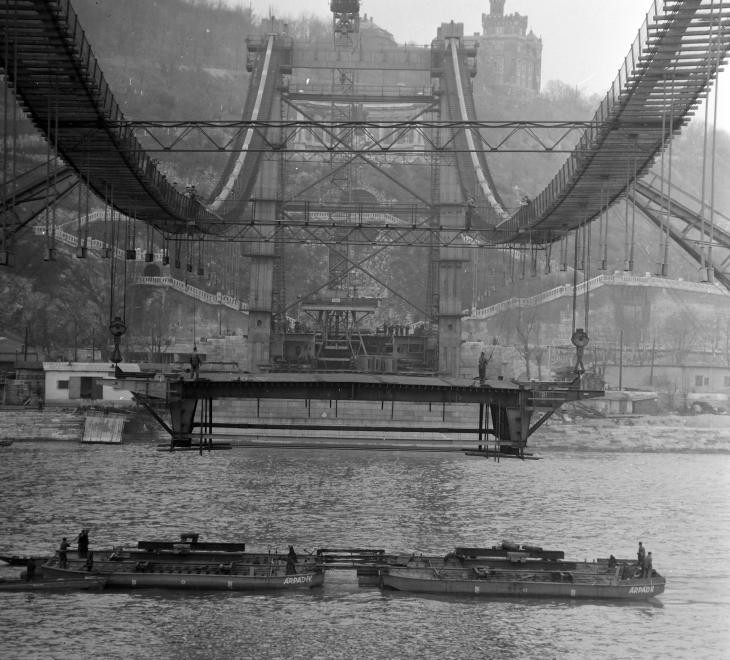 Az Erzsébet híd építése 1963 körül. (fortepan.hu, 137655)