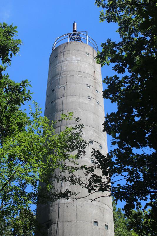 Geodéziai torony a Dobogó-tetőn. Fotó: Papp Géza, kektura.blog.hu