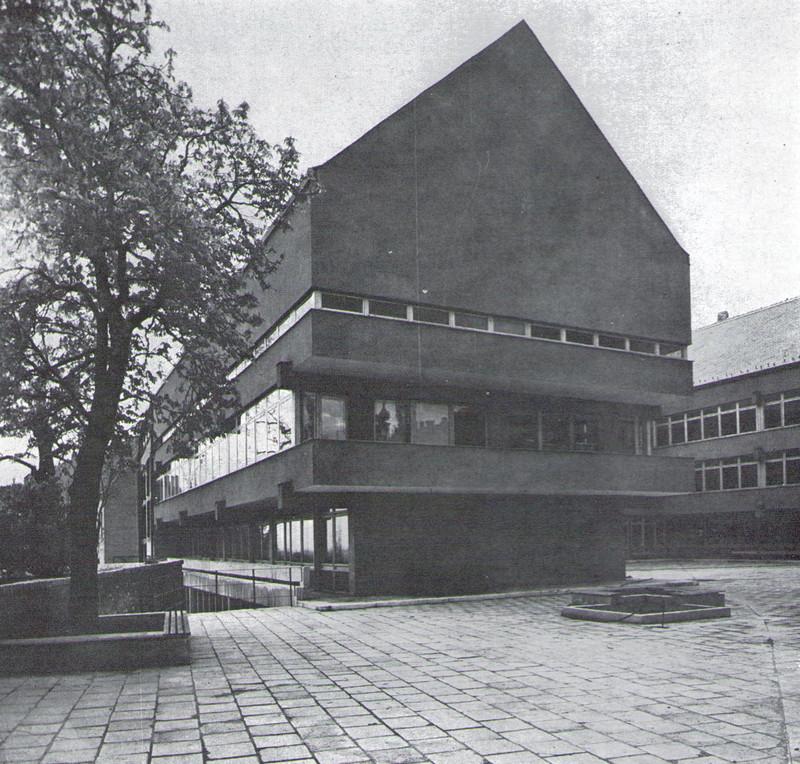 fovarosi.blog.hu: TarnokUtcaiIskola-Udvar-MagyEpMuv-1970-04-p39 - indafoto.hu