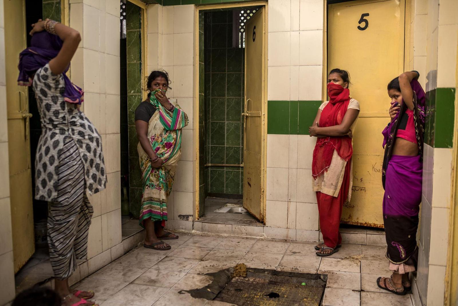 sanitation-india-women.adapt.1900.1