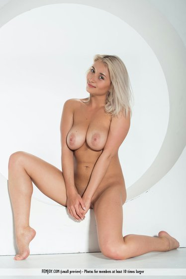ella showing her large breasts-8