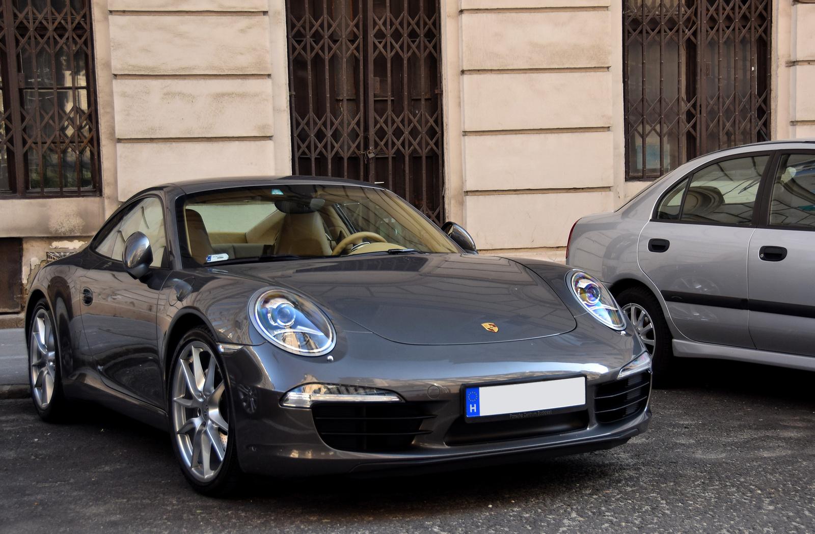 Porsche 911 Carrera S (991)