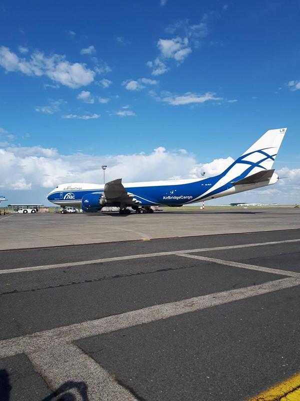 Vizes köszöntő után irány az állóhely. A világ egyik legnagyobb áruszállító gépével nyitotta meg új cargo járatát az AirBridgeCargo