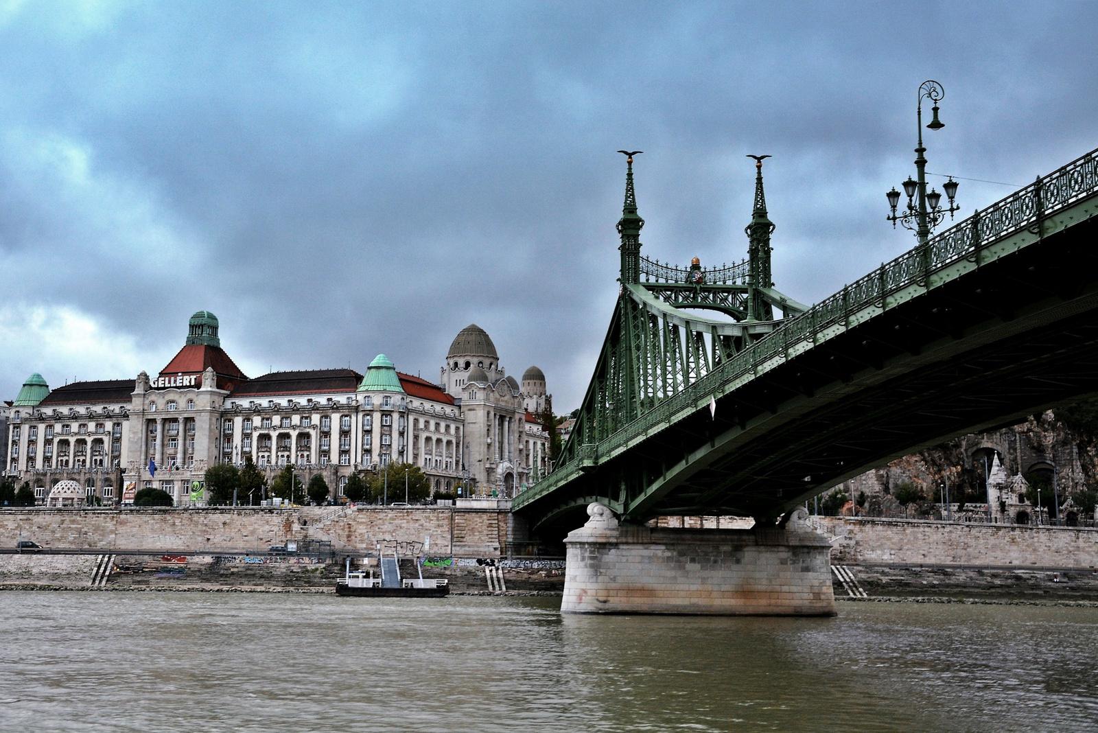 Gellért szálló a Szabadság híddal