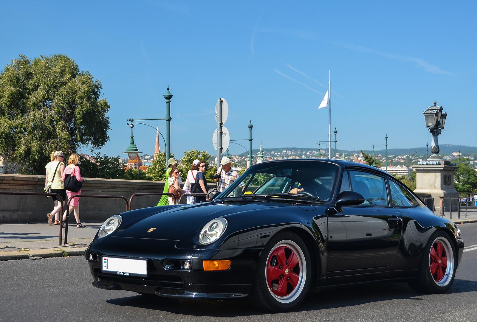 Porsche 911 Carrera S (993)