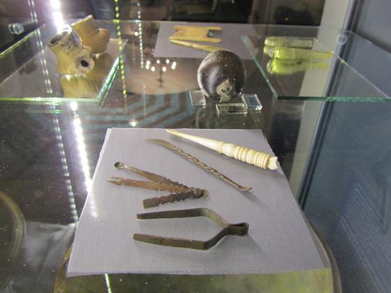 Csipesz, pipereizé, fülpiszkálók XV-XVI. sz