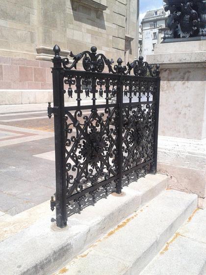 Bazilika + kerítés - fotó: Smiló Dávid