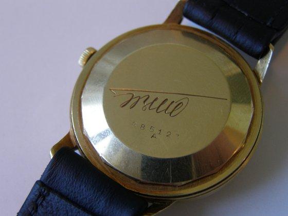 Egy elnöki ajándék aranyóra bemutatása 69ed6e4bc3