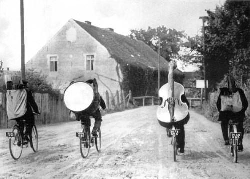 Zenekar a biciklin