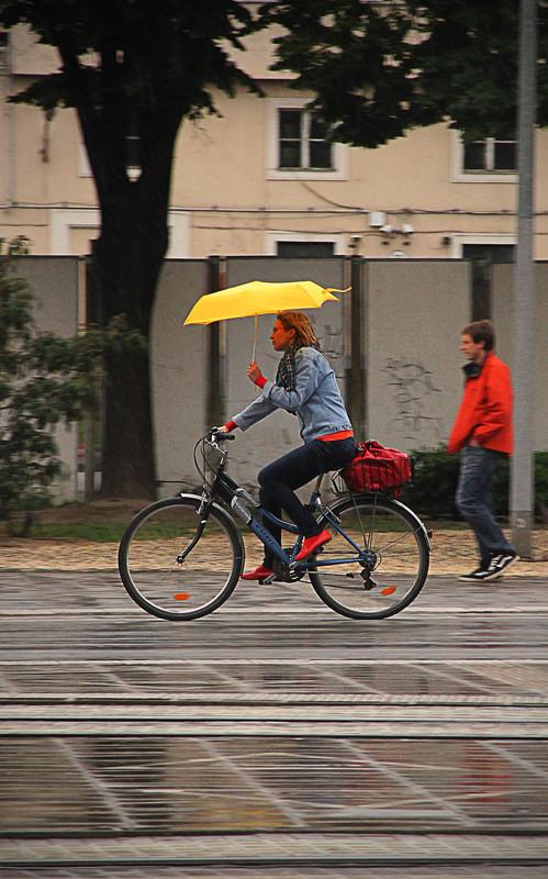 Bringázás esernyővel