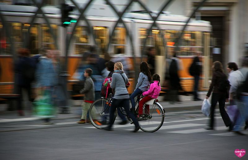 Szupermama és a többgyermekes családi bicaj