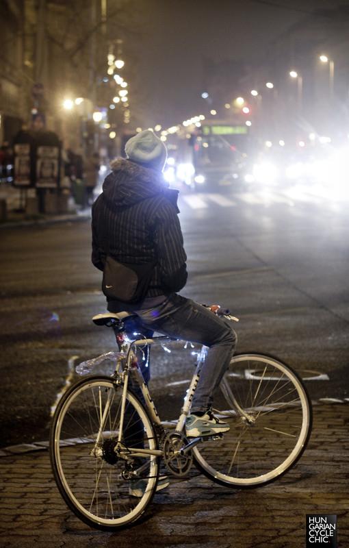 Karácsonyi bicikli a forgalomban