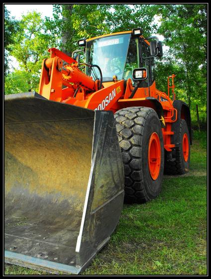 Gomba68: Narancssárga munkagép
