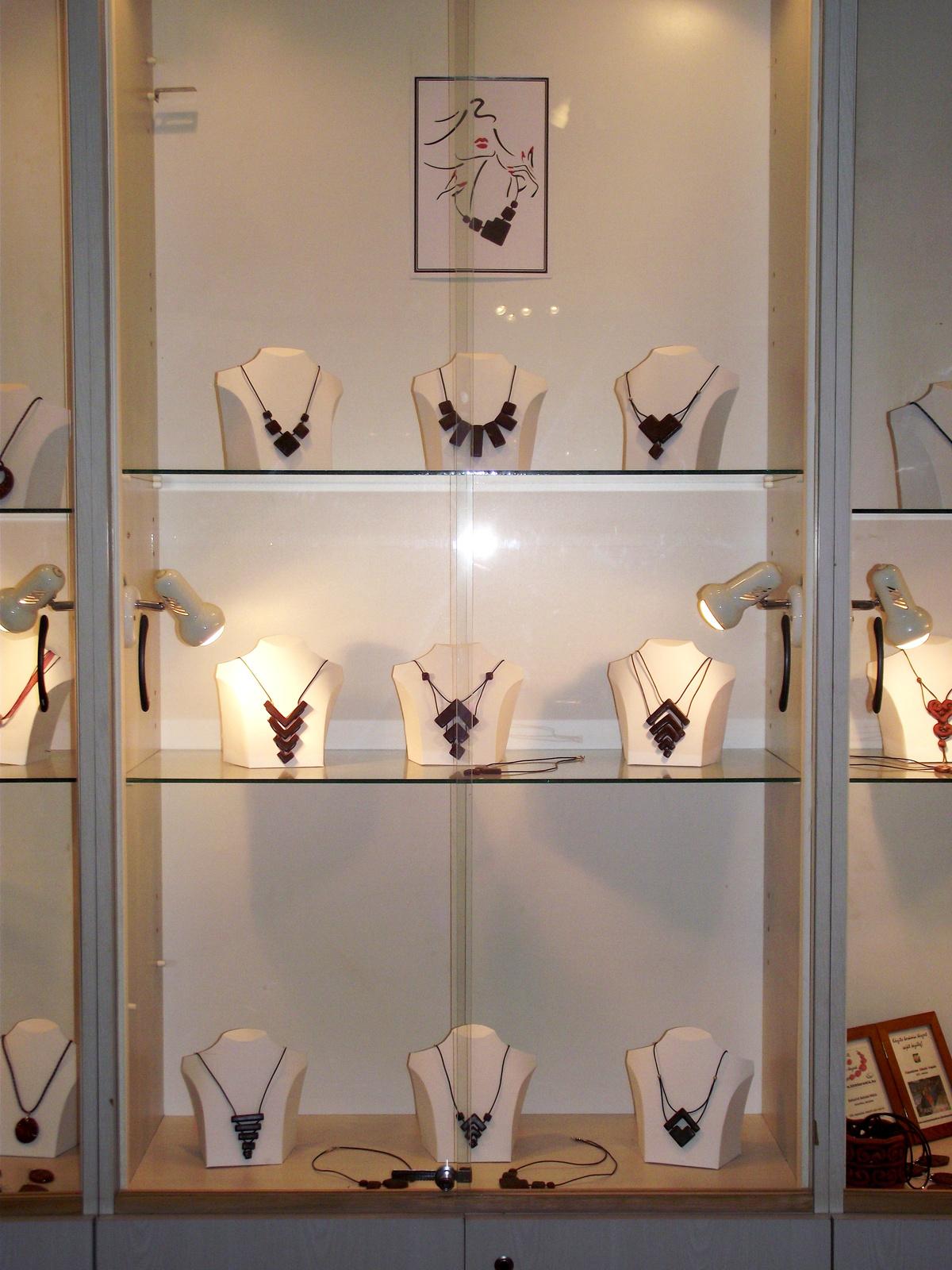 foto helye: KERAMIKA VARIA - CHOKKO nyakláncok