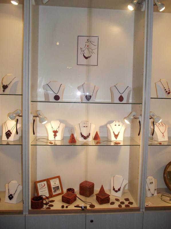foto helye: ARCHAIKA medálok, nyakláncok ékszeres dobozok