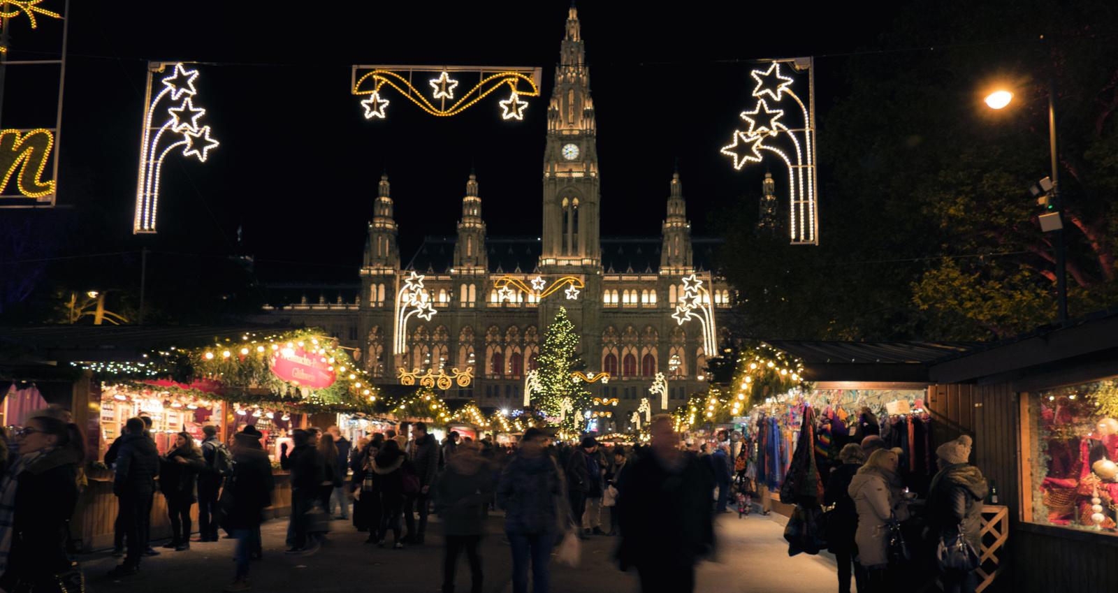 Bécs - Wiener christkindlmarkt Városháza