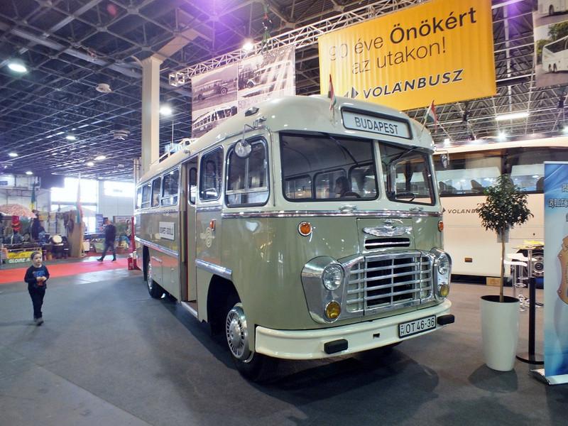 ... és kevésbé modern, ám annál cukibb járműveit