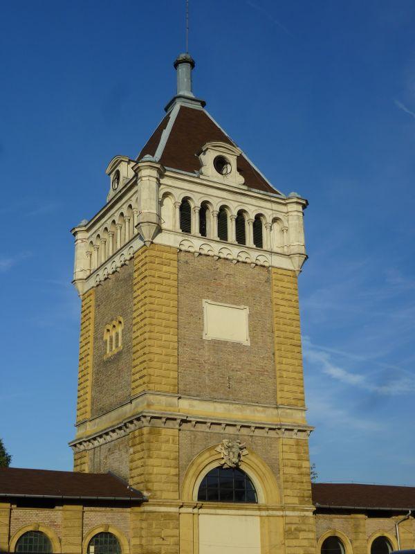 Útmutató torony