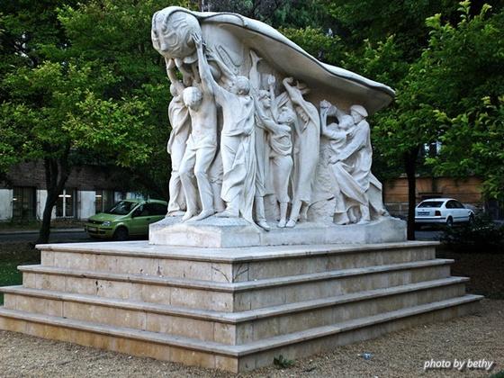 bethy1309: Szeged Melocco Miklós alkotása 56-os emlékmű