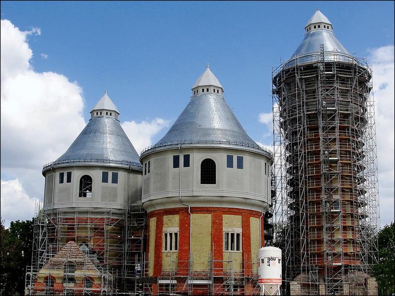 Rolling: Szépülő tornyok - indafoto.hu