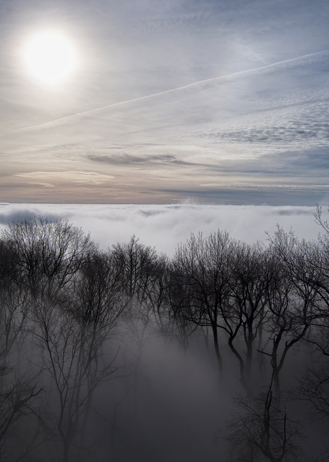 Felhők felett kék az ég