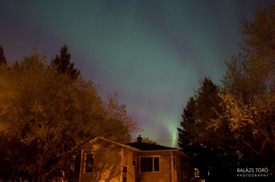 Északi fények a ház felett