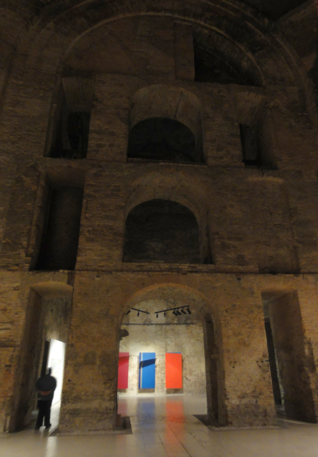 A lebombázott templom napjainkban a modern művészetnek ad helyet