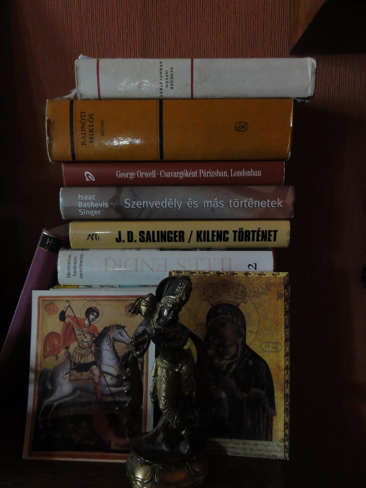 Krishna és a keresztény vallás egy polcon...