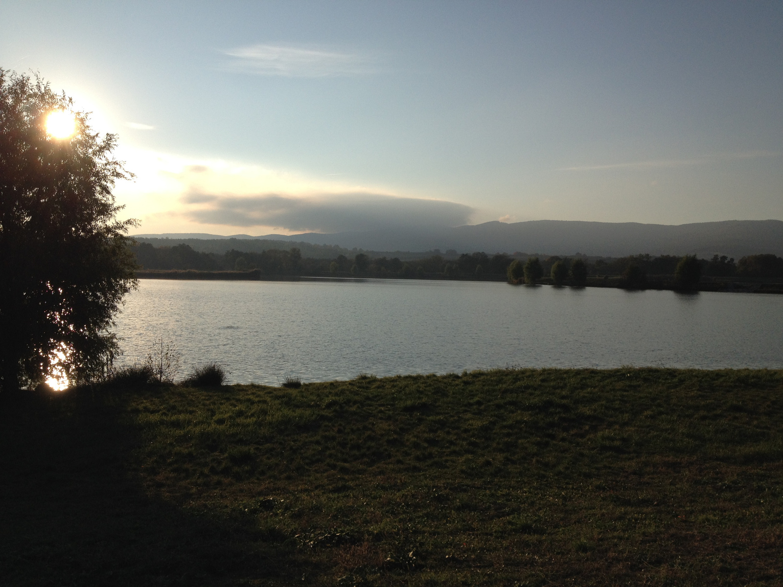 IMG 0151 Abért-tó Kőszegfalvánál, oszló felhővel a hegytetőn