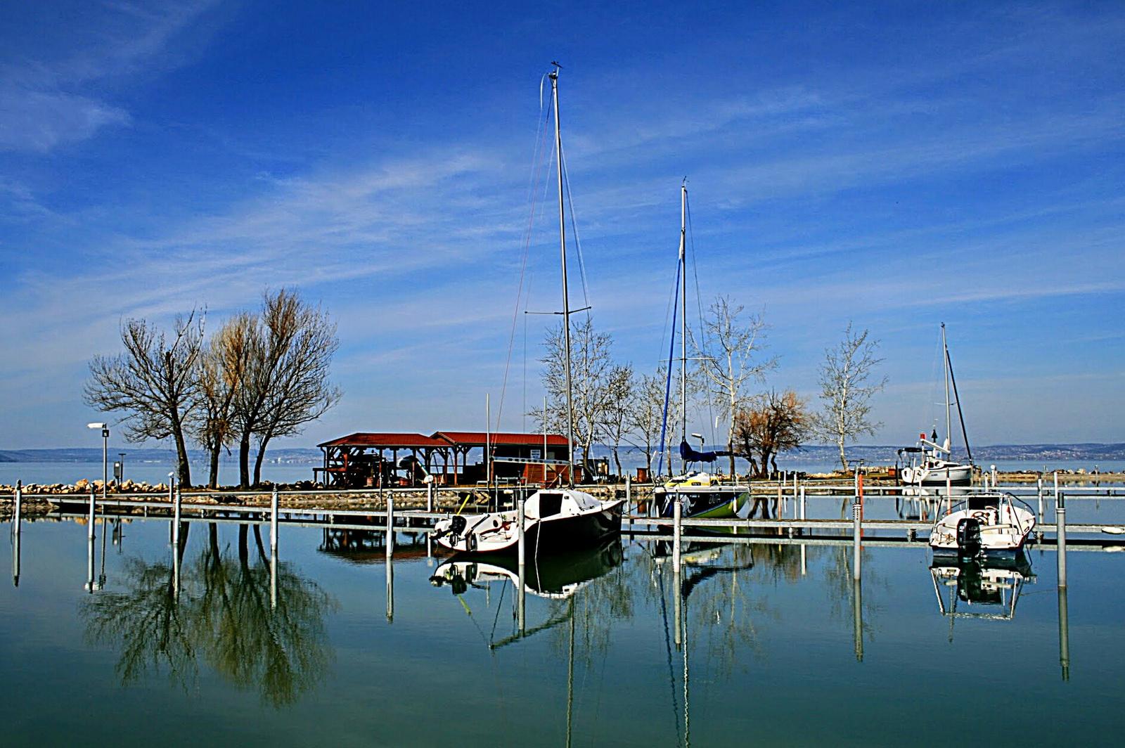Éledező kikötő